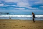 Helenka na pláži před molem