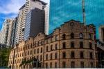 Historická budova v moderním centru Sydney